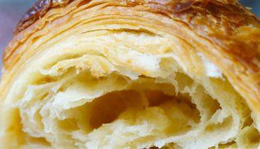 Croissant sfogliati al farro e yogurt