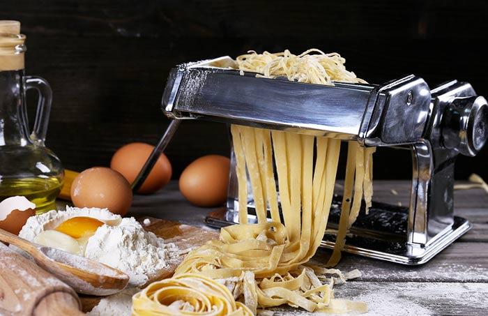 Macchina manuale per stendere la pasta