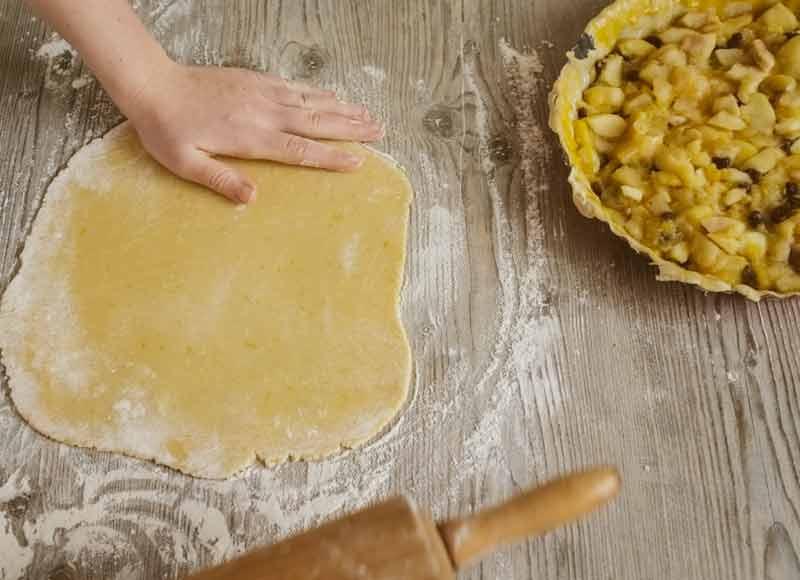 Preparazione torta di mele